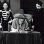 Ondertekening Statuut voor het Koninkrijk door koningin Juliana 1954